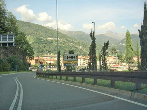 Dongo Dorfeinfahrt