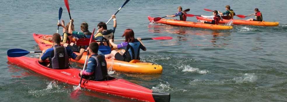 Mit dem Kanu die schönsten Buchten des Comer See entdecken.