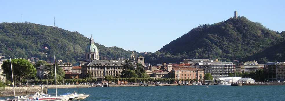 Como bei der Piazza Cavour mit Hafen.
