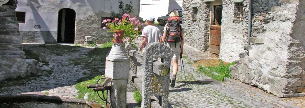 Glückliche Wanderer im Valchiavenna.