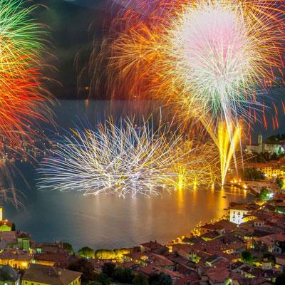 Fest von Ferragosto mit grossen See-Feuerwerk