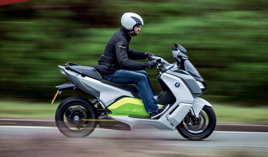 Motorrad- und Scooter mieten am  Comer See