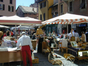 weekly market flea markets lake como