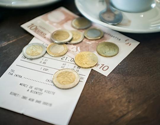 Wie ist es mit Trinkgeld in Gaststätten