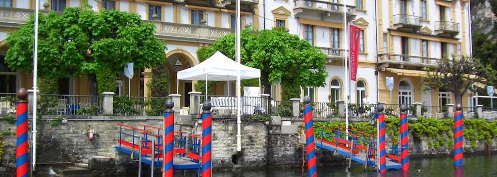 Frisch bunt gestrichene Anlegestelle für die Prominenz Villa d Este.
